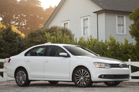 2011 Volkswagen Jetta Sedan - New Car Review featured image large thumb4