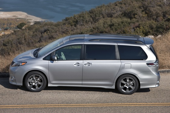2011 Toyota Sienna - New Car Review featured image large thumb6