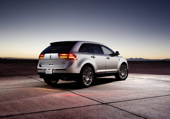 2011 Lincoln MKX - New Car Review featured image large thumb4
