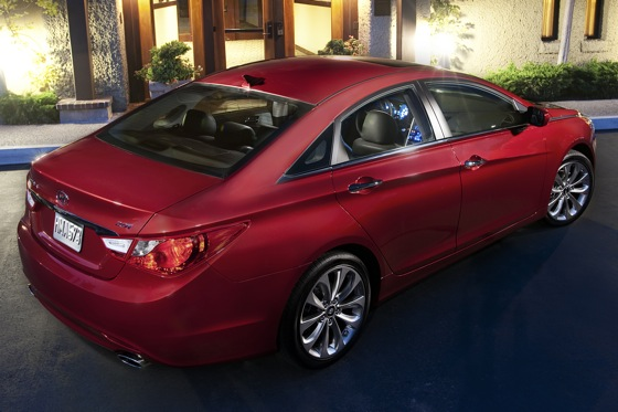 2011 Hyundai Sonata 2.0T: Who Needs a V6 Anyway? - New Car Review featured image large thumb1