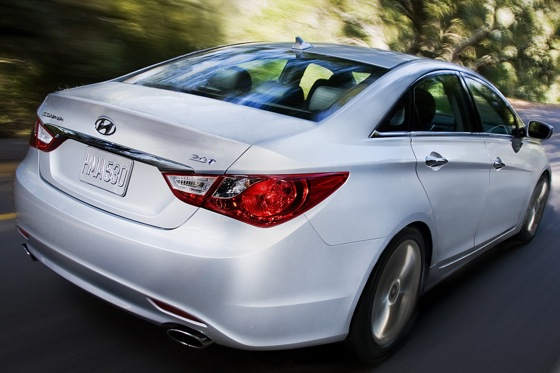 2011 Hyundai Sonata 2.0T: Who Needs a V6 Anyway? - New Car Review featured image large thumb4
