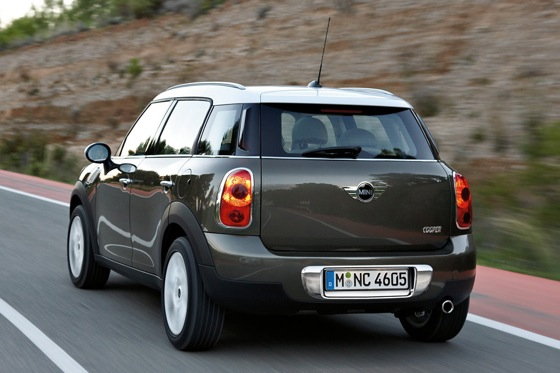 2011 Mini Cooper Countryman: Like a Mini, Only Bigger - New Car Review featured image large thumb3