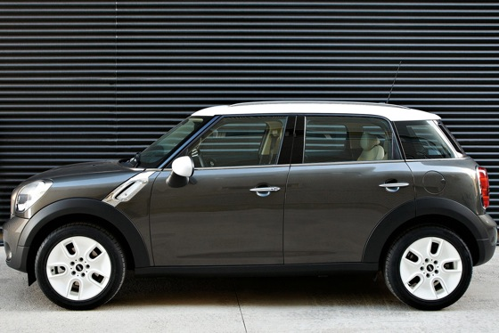 2011 Mini Cooper Countryman: Like a Mini, Only Bigger - New Car Review featured image large thumb7
