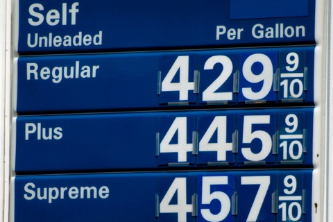 Rising Fuel Prices Shifts Buyers to Fuel Efficient Cars featured image large thumb0