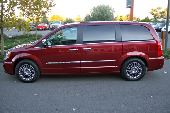 2011 Chrysler Town & Country First Drive: Minivan to the Max featured image large thumb1
