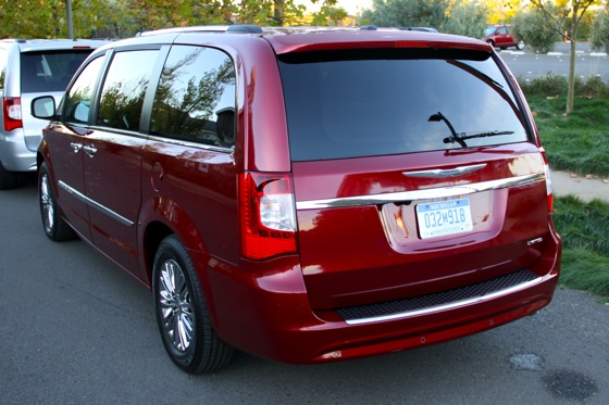 2011 Chrysler Town & Country First Drive: Minivan to the Max featured image large thumb2