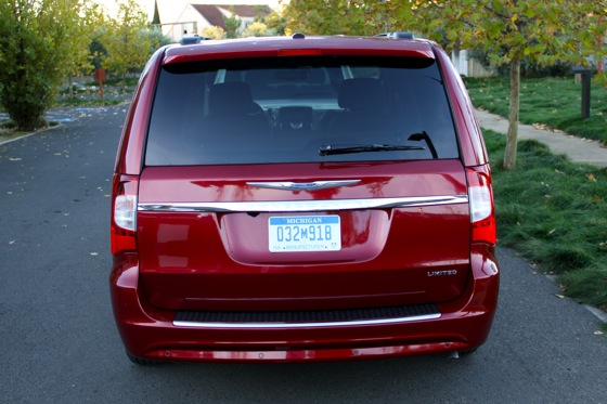 2011 Chrysler Town & Country First Drive: Minivan to the Max featured image large thumb3