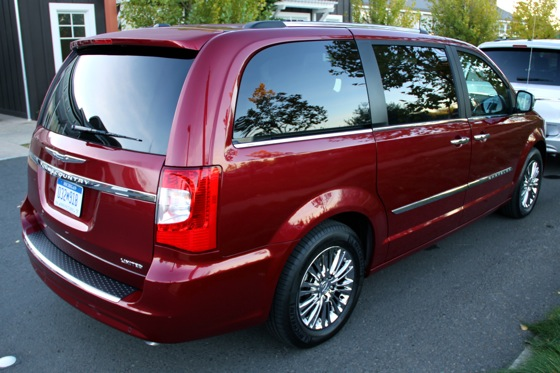2011 Chrysler Town & Country First Drive: Minivan to the Max featured image large thumb4