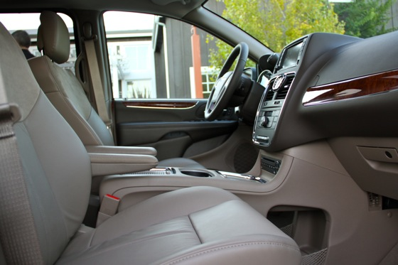 2011 Chrysler Town & Country First Drive: Minivan to the Max featured image large thumb6