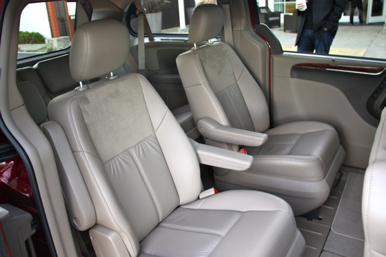 2011 Chrysler Town & Country First Drive: Minivan to the Max featured image large thumb7