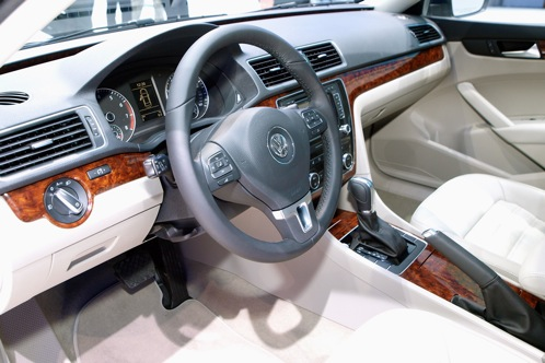2012 Volkswagen Passat - 2011 Detroit Auto Show featured image large thumb4