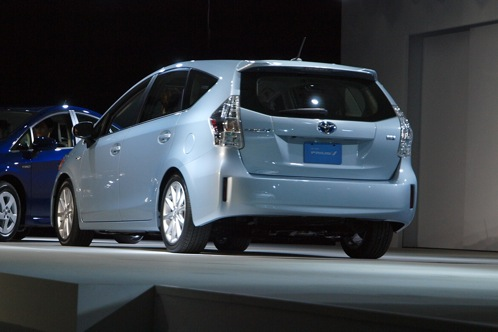Toyota Prius V - 2011 Detroit Auto Show featured image large thumb2