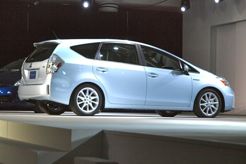 Toyota Prius V - 2011 Detroit Auto Show featured image large thumb3