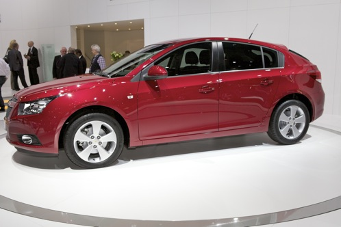 Chevrolet Cruze Hatchback - Geneva Auto Show featured image large thumb1