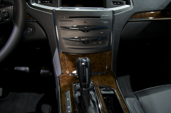 2013 Lincoln MKS - LA Auto Show featured image large thumb9