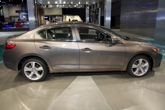 2013 Acura ILX: Chicago Auto Show featured image large thumb4