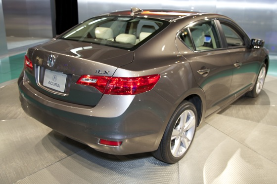 2013 Acura ILX: Chicago Auto Show featured image large thumb5
