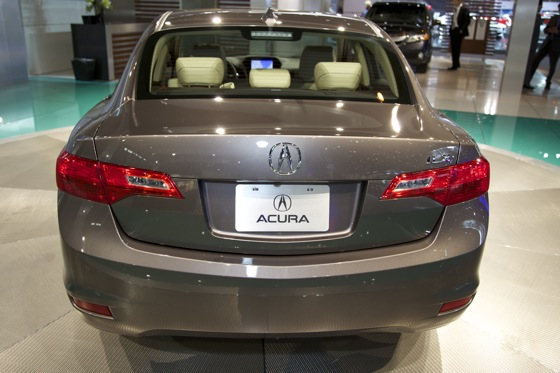 2013 Acura ILX: Chicago Auto Show featured image large thumb6