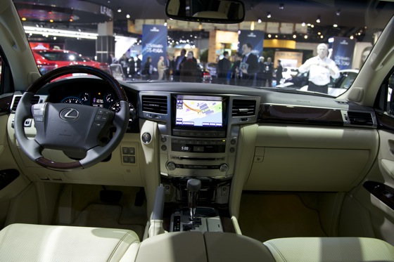 2012 Lexus LX 570: Detroit Auto Show featured image large thumb10