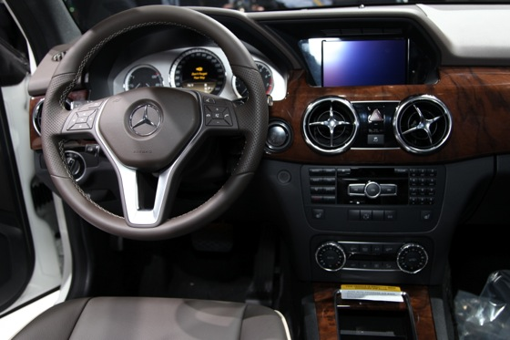 2013 Mercedes GLK: New York Auto Show featured image large thumb10