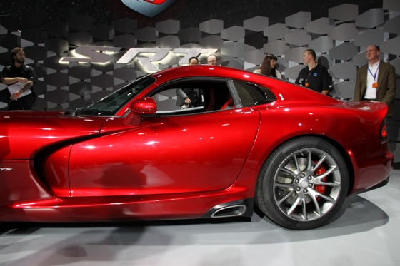 2013 SRT Viper: New York Auto Show featured image large thumb8