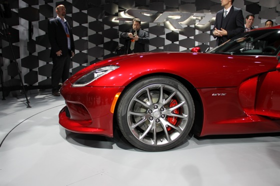 2013 SRT Viper: New York Auto Show featured image large thumb23