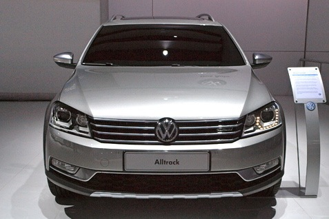 Volkswagen Alltrack Concept: New York Auto Show featured image large thumb0