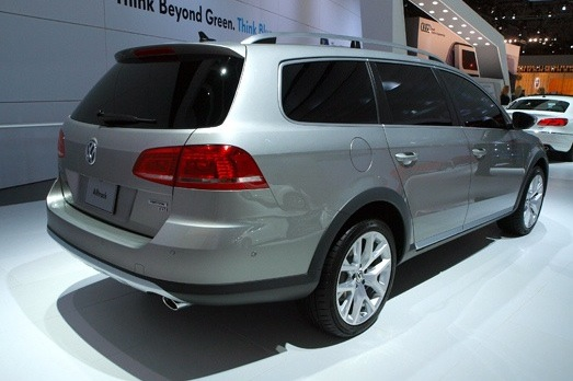 Volkswagen Alltrack Concept: New York Auto Show featured image large thumb3