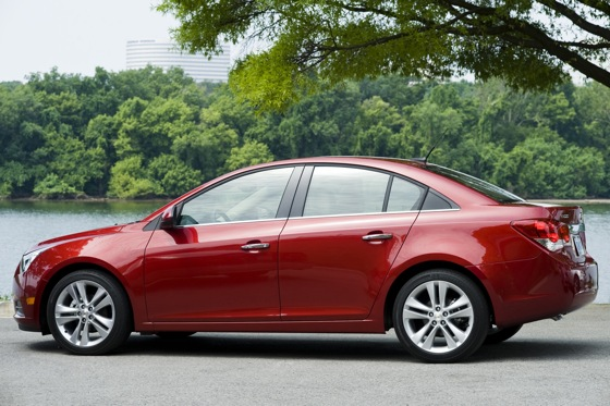 2012 Chevrolet Cruze: New Car Review featured image large thumb4