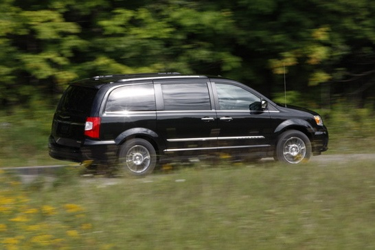 2012 Chrysler Town & Country: New Car Review featured image large thumb4