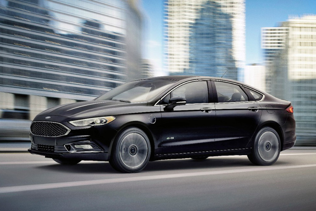 2017 Ford Fusion Energi 1 of 6