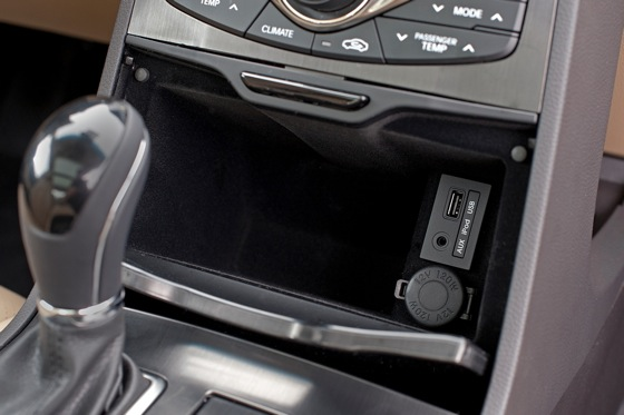 2012 Hyundai Azera: New Car Review featured image large thumb17