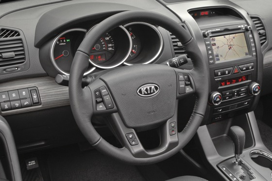 2013 Kia Sorento: New Car Review featured image large thumb24