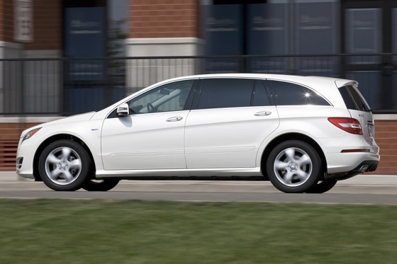 2012 Mercedes-Benz R-Class: New Car Review featured image large thumb8