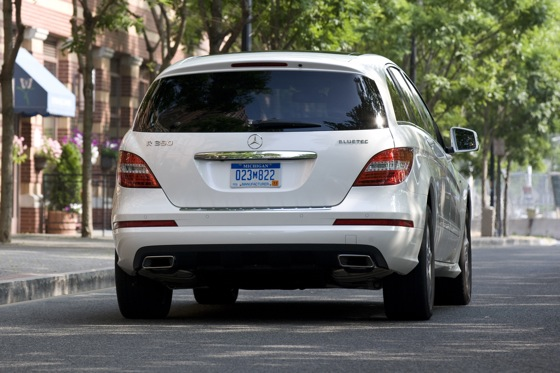 2012 Mercedes-Benz R-Class: New Car Review featured image large thumb14