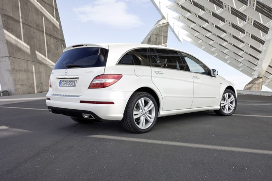 2012 Mercedes-Benz R-Class: New Car Review featured image large thumb15