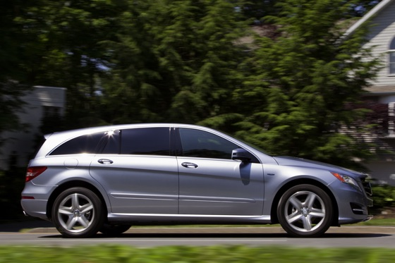 2012 Mercedes-Benz R-Class: New Car Review featured image large thumb23