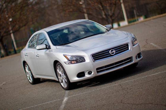 2012 Nissan Maxima: Real-World Test featured image large thumb7