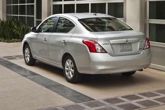 2013 Nissan Versa: New Car Review featured image large thumb5
