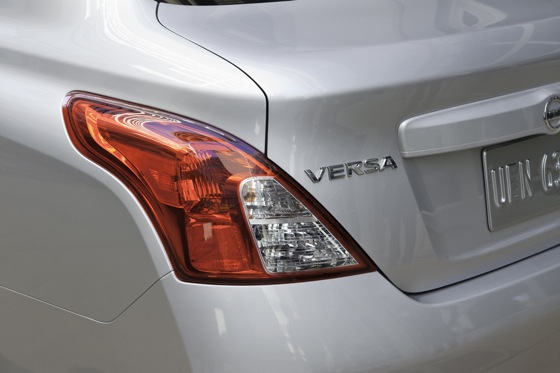 2013 Nissan Versa: New Car Review featured image large thumb6