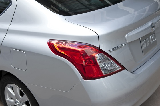 2013 Nissan Versa: New Car Review featured image large thumb8