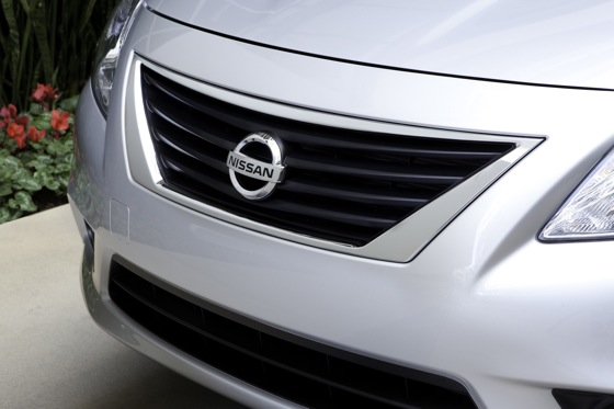 2013 Nissan Versa: New Car Review featured image large thumb11