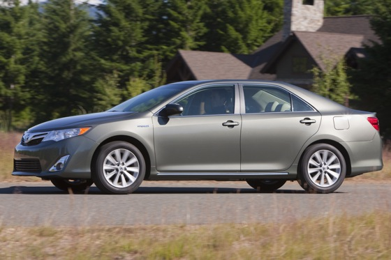 2012 Toyota Camry Hybrid: New Car Review featured image large thumb3