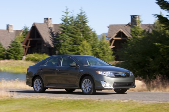 2012 Toyota Camry Hybrid: New Car Review featured image large thumb6