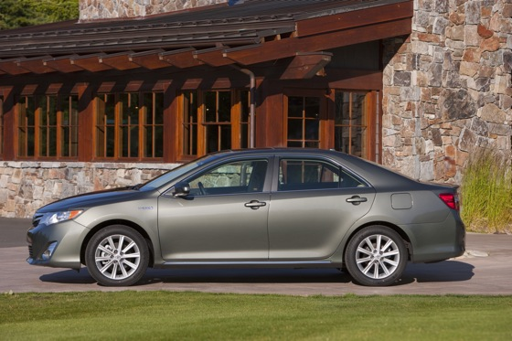 2012 Toyota Camry Hybrid: New Car Review featured image large thumb7