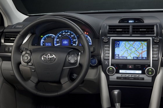 2012 Toyota Camry Hybrid: New Car Review featured image large thumb10