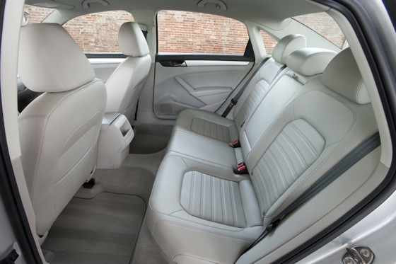 2013 Volkswagen Passat: New Car Review featured image large thumb4