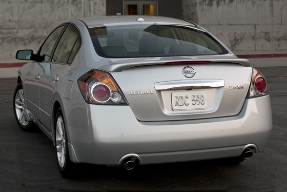 2012 Nissan Altima: New Car Review featured image large thumb6