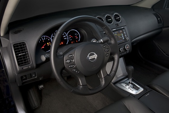 2012 Nissan Altima: New Car Review featured image large thumb16