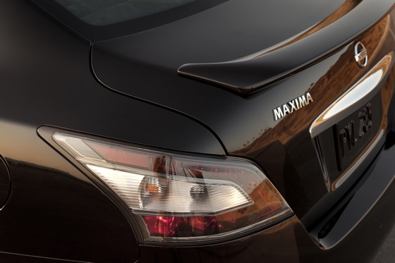 2013 Nissan Maxima: New Car Review featured image large thumb15